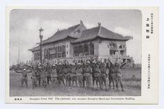"""市政府を占領せる〇〇部隊の万歳 Shanghai Front 1937 The (deleted) unit occupies Shanghai Municipal Government Building"""" (昭和十二年支那事変 上海戦線 市政府"""