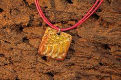 Hey, diesen tollen Etsy-Artikel fand ich bei https://www.etsy.com/de/listing/494811257/necklace-raku-ceramic-with-leather-strap