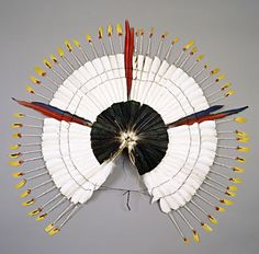 A amazonian dorsal headdress worn during rituals for initiation into adulthood Arte Plumaria, Houston Museum, Feather Headdress, Art File, Native Art, Art Object, Religious Art, Amazon Art, Science And Nature