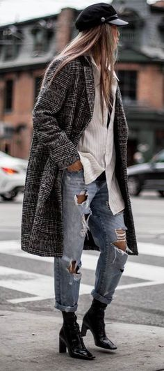 what to wear with boyfriend jeans : hat   coat   white shirt   boots