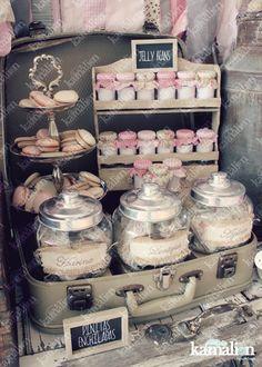 www.kamalion.com.mx - Candy Bar / Decoración / Vintage / Teddy / Pink & Gray / It's a girl / Dulces / Macarrones / Rosa & Gris / Dulces / Lecheros / Rústico / Pizarrón / Maletas / Jars. Lolly Buffet, Dessert Buffet, Dessert Bars, Candy Table, Candy Buffet, Popcorn Bar, Stage Patisserie, Candy Bar Decoracion, Bar A Bonbon