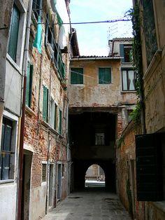 Sotoportego Zambelli ...finding the secrets of Venezia