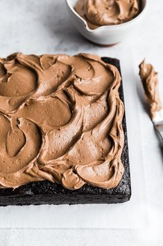 An extra dark chocolate snack cake with a hint of espresso and a silky smooth, rich chocolate buttercream. This cake is perfect for all occasions and bakes up quickly for a decadent dessert in no time. Sheet Cake Recipes, Cake Recipes From Scratch, Espresso Cake, Chocolate Espresso, Choco Chocolate, Easy Desserts, Dessert Recipes, Tray Bake Recipes, Desserts