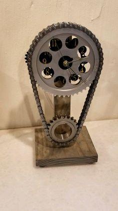 Car Part Furniture, Automotive Furniture, Automotive Decor, Metal Art Projects, Metal Crafts, Car Part Art, Car Parts Decor, Handmade Clocks, Gear Clock