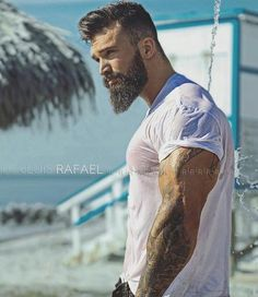 Why don't we see more wet t-shirt contests for men? I mean.look at that.*sigh* Why don't we see more wet t-shirt contests for men? I mean.look at that. Beard Styles For Men, Hair And Beard Styles, Hair Styles, Barba Sexy, Barba Grande, Sexy Bart, Wet T Shirt, Beard Tattoo, Hair Trends