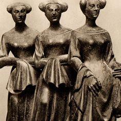 Hakendover c. Medieval Life, Medieval Fashion, Medieval Clothing, Renaissance Hairstyles, Renaissance Garb, Sculpture Art, Sculptures, Effigy, Military Art