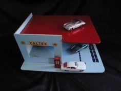 houten vintage caltex garage/60s/benzinepomp/ speelgoed/parkeergarage door VintageEuropeanFinds op Etsy https://www.etsy.com/nl/listing/223238017/houten-vintage-caltex