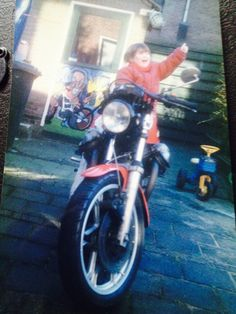 Tara 31/2 years on my Old 1978 motoguzzi Lemans 1. Tara is now 19 1/2 and the guzzi is sold