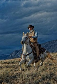 cowboys and cowgirls daily timewaster: Cowboy Select daily timewaster: Cowboy Select Western Riding, Western Art, Horse Riding, Real Cowboys, Cowboys And Indians, Cowboy Horse, Cowboy And Cowgirl, Westerns, Cowboy Pictures