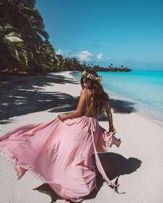 My 5 year old self would be so happy with my life in this moment. My adult self feels the same. 🌺 Wearing a princess dream from in the amazing Beach Photography Poses, Classic Photography, Tropical Girl, Tropical Vibes, Debut Photoshoot, Book 15 Anos, She Walks In Beauty, Templer, Foto Pose