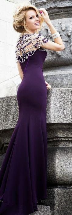 Gorgeous plum color maxi gown fashion style | HIGH RISE FASHION