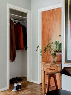 Historiska hem Oversized Mirror, Entryway, Villa, Furniture, Mood, Home Decor, Homemade Home Decor, Decoration Home, Home Furniture
