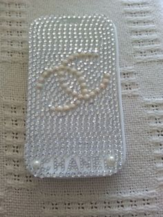 Cwllphone cover with sticky beads