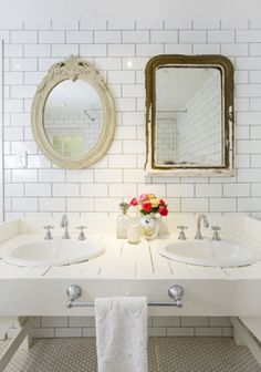 Bathroom mirror ideas for your small bathroom, medium bathroom, or large bathroom. All of the mirrors is on a budget, minimalist, yet modern. Home Interior, Interior And Exterior, Interior Design, Bathroom Interior, Bad Inspiration, Bathroom Inspiration, Lavabo Vintage, Mirror Tiles, Bathroom Mirrors