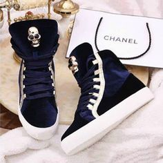 holy crud I love chanel and then chanel + these sneakers = ahhhhhhhhhhhhhhhhhhh omg. I'm always a sucker for Chanel sneakers 😊😊🙌 High Top Sneakers, Sneakers Mode, Sneakers Fashion, Fashion Shoes, Shoes Sneakers, Kicks Shoes, Women's Shoes, Cute Shoes, Me Too Shoes