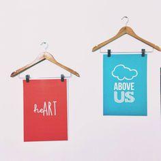 Selecionamos algumas lojas para você comprar pôsteres a um preço camarada e outras para poder baixar gratuitamente. Divirta-se!