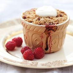 Try Annabel Langbein's delicious individual rhubarb and berry crumble recipe plus other recipes from Red Online Apple And Berry Crumble, Fruit Crumble, Rhubarb Crumble, Crumble Recipe, Crumble Topping, Delicous Desserts, Rhubarb Desserts, Just Desserts, Dessert Recipes