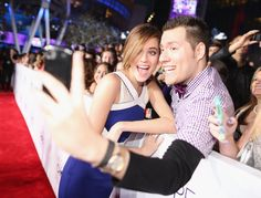 Allison Williams snapped a selfie with a fan at the PCAs