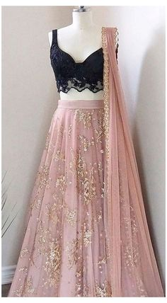 Party Wear Indian Dresses, Indian Gowns Dresses, Indian Bridal Outfits, Dress Indian Style, Indian Fashion Dresses, Indian Designer Outfits, Designer Dresses, Indian Wedding Dresses, Indian Reception Outfit