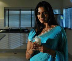 Bridal Bun, Beautiful Saree, Indian Actresses, Turquoise Necklace, Sari, Fashion, Bride Bun, Saree, Moda