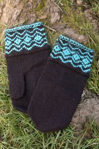 Free knitting pattern. Pattern category: Mittens and Gloves. Sport weight yarn. 300-450 yards. Features: Fair Isle, Seamed. Intermediate difficulty level.