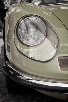 Ferrari Dino by Fioravanti/Pininfarina Citroen Ds, Yellow Car, Mellow Yellow, Orange Cars, Big Yellow, Yellow Submarine, Vintage Sports Cars, Vintage Cars, Retro Cars