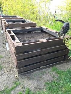 garten hochbeet Transforming Used Pallets into the Most Amazing Vegetable and Flower Beds Pallet Garden Box, Pallets Garden, Garden Boxes, Wood Pallet Planters, Pallet Gardening, Pallet Patio, Backyard Garden Design, Backyard Landscaping, Potager Palettes