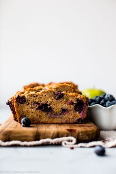 This Greek yogurt apple blueberry bread has zero refined sugar. Made with honey, apples, blueberries, and Greek yogurt, this quick bread is a simple healthy snack or breakfast! Quick Bread Recipes, Apple Recipes, Blueberry Bread, Blueberry Recipes, Banana Bread, Sallys Baking Addiction, Frozen Blueberries, Sweet Bread, Greek Yogurt