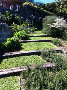 Used train sleeper steps with grass. Deck Steps, Wood Steps, Sleeper Steps, Railway Sleepers Garden, Small Garden Landscape, Dutch Gardens, Garden Stairs, Corner Garden, Sloped Garden