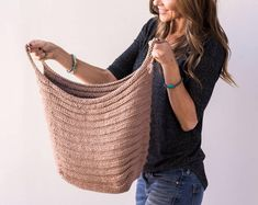 With this pattern by KnitanCrochetevraft you will lear how to knit a Fundamentals Basket - Knitting Pattern step by step. It is an easy tutorial about basket to knit with crochet or tricot. Owl Basket, Knit Basket, Basket Weaving, Basket Bag, Knitted Owl, Knit Crochet, Easy Crochet, Sweater Knitting Patterns, Knit Patterns