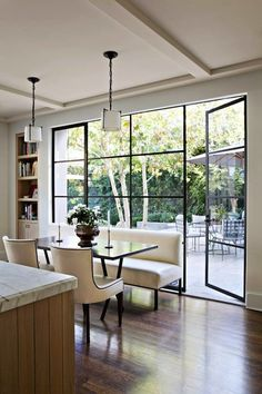 Love this gorgeous kitchen area, from its open flow and decor to the tall, transparent nature of the doors leading outward to the garden. Nice!