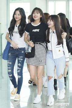 Kpop Girl Groups, Korean Girl Groups, Kpop Girls, Yuri, Pop Fashion, Girl Fashion, Honda, Red Velvet Joy, Airport Style