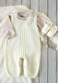 65 New Ideas For Crochet Baby Pants Pattern Kids Baby Knitting Patterns, Knitting For Kids, Crochet For Kids, Baby Dungarees, Baby Jumpsuit, Baby Dress, Baby Romper Pattern, Jumpsuit Pattern, Kids Fashion