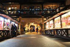 L'imposant porche du Koïfhus (Photo : Julien Schmitt) #Colmar #Alsace #France #Noël #Christmas #Weihnachten #heritage #Erbe #travel #voyage #Reise #patrimoine #markt #marché #market