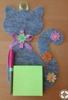 Fête des mères 2019 Porta block notes in feltro realizzato a mano Kids Crafts, Cat Crafts, Hobbies And Crafts, Sewing Crafts, Diy And Crafts, Sewing Projects, Projects To Try, Arts And Crafts, Paper Crafts