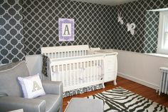 Bold, chic black and white nursery from the super-talented @nurserydesigner! Love the rustic touches in this modern space.