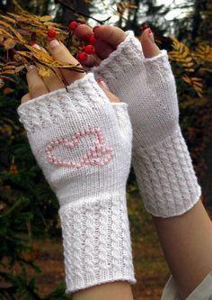 Ulla 03/14 - Ohjeet - Helmeet Knitted Mittens Pattern, Knit Mittens, Knitting Socks, Knitting Patterns, Wrist Warmers, Hand Warmers, Crochet Baby, Knit Crochet, Fingerless Mittens