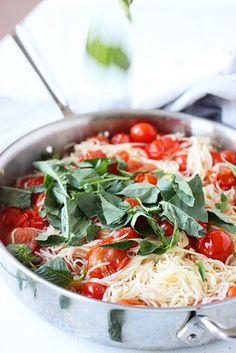 Cherry tomato spinach pasta