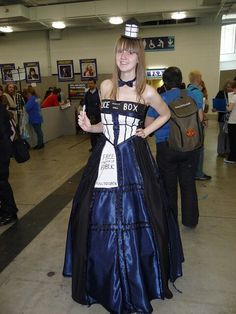 Awesome cosplay tardis. I want to do this some day