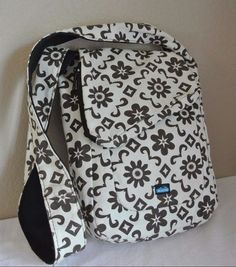 Kavu REVERSIBLE Blue Brown Flowers Cross Body Purse Bag Black Interior CUTE! #kavu #MessengerCrossBody