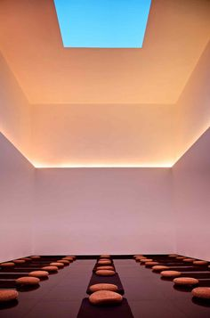 James Turrell - Gathered Sky, 2012 The Temple Hotel Beijing, China Skyspaces Photo: Ben McMillan James Turrell, Cove Lighting, Interior Lighting, Lighting Design, Yoga Hotel, Therme Vals, Architecture Design, Architecture Interiors, 16 Bars