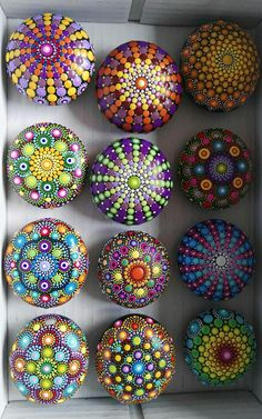 Don't be discouraged, a can of black spray paint and fabric paints. Grab some rocks and create! * not the traditional way of doing a Mandala bu Rock Painting Patterns, Dot Art Painting, Rock Painting Designs, Mandala Painting, Pebble Painting, Pebble Art, Mandala Art, Stone Painting, Art Patterns