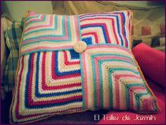 Almohadón tejido a crochet en hilo de algodón, precio especial oferta lanzamiento, haz tu consulta!! Blanket, Gym, Amor, Toss Pillows, Crocheting, Atelier, Blankets, Excercise, Cover
