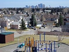 Signal Hill is a family-oriented community with beautiful views of downtown, green spaces and large lots. Find the home of your dreams with Jesse Davies. Signal Hill, West Hills, Us Real Estate, Public School, Hiking Trails, Calgary, Property For Sale, Townhouse, The Neighbourhood