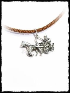 Ezüst egy lovas fogathajtó medál Silver Horse, Equestrian, Pendants, Horses, Bracelets, Sports, Jewelry, Bangles, Jewlery