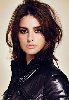 Penelope Cruz is a leading fashion icon for beauty, makeup and hairstyles industry. Penelope Cruz hails from Hollywood, has a Make Up Looks, Gorgeous Eyes, Gorgeous Makeup, Amazing Makeup, Bridal Makeup, Wedding Makeup, Penelope Cruz Makeup, Natural Dark Hair, Mahogany Hair