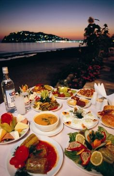 Now that's a Turkish Feast I want to be a part of. Mmmm!!