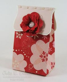 I have used this for so many occasions... A quick top note gift bag tutorial.