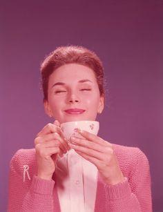 Heute darf es ruhig ein bisschen mehr sein, denn ein gesunder Körper verträgt das Koffein aus vier bis fünf Tassen Espresso am Tag. Wollen Sie mehr? Sechs Fakten zum Tag des Kaffees.