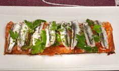 Receta de Tosta de tomate, pimientos de Padrón y anchoas Empanadas, Tostadas, Spanish Food, Finger Foods, Asparagus, Green Beans, Wines, Sushi, Appetizers